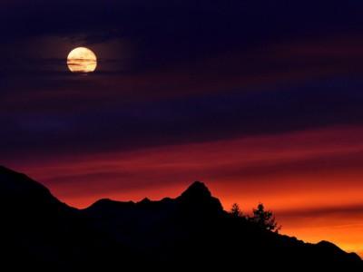 Mesec i Zemlja