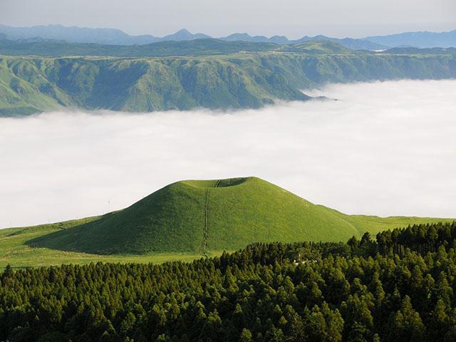 Aso, život na dnu vulkana