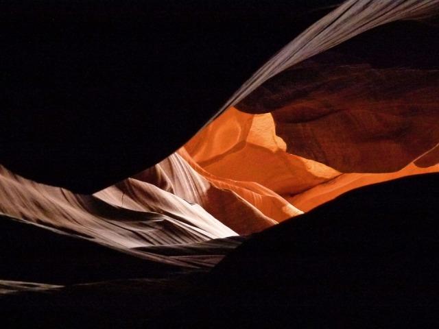 Kanjon Antilope, nestvarne igre svetlosti u kamenu