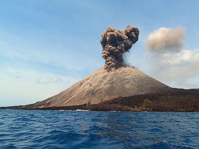 Krakatau, smrt i rađanje novog ostrva