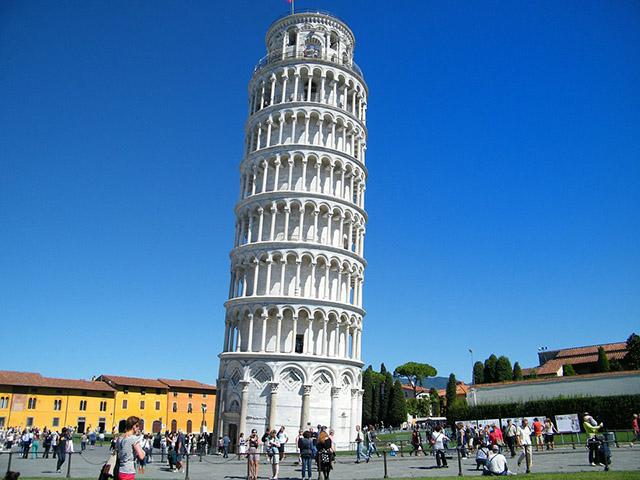 Krivi toranj u Pizi, jedno od 7 svetskih čuda