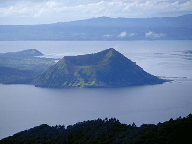 Filipini, jezero i ostrvo....