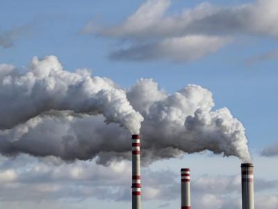 Šta mislite, da li se emisija gasova koji utiču na klimatske promene povećava ili smanjuje?