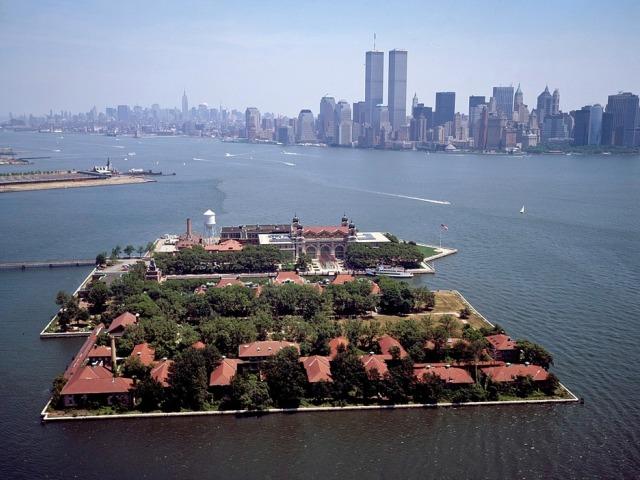 Kip slobode i ostrvo Elis, turistički lokaliteti Njujorka i dva velika simbola američke države