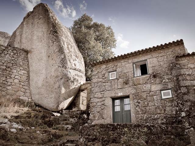 Monsanto, selo u kamenu